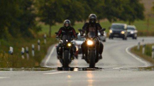 Kriminalität: Motorradfahrer flieht mit 250 km/h vor der Polizei