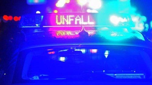 Unfälle: Unfall wegen Reifenschadens: Sechs junge Menschen verletzt
