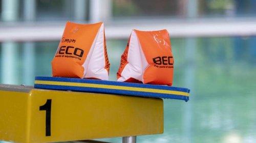 Schulen: Lange Wartelisten: Schwimmlehrer holen Ausbildung nach