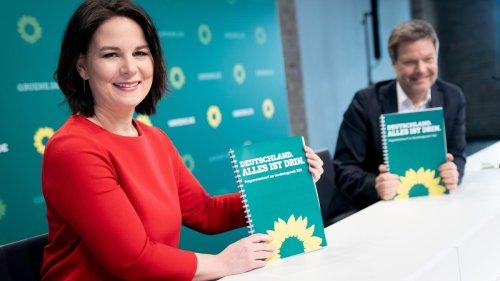 """Spott über Grünen-Anträge zu Streichung von """"Deutschland"""""""