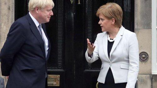 Beziehung London-Edinburgh: Polit-Eiszeit: Johnson brüskiert Schottlands Sturgeon