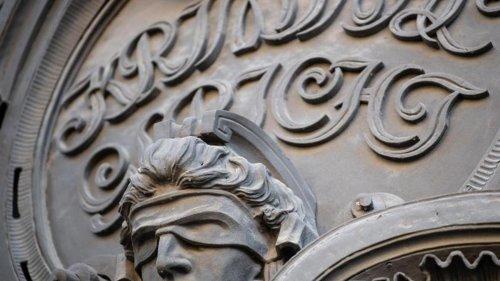 Steuerhinterziehung: Mitarbeiterin von Finanzamt verurteilt