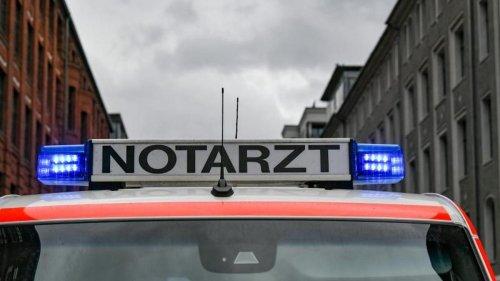 Verkehr: Feuerwehr prallt in Jülich gegen Lkw: Neun Verletzte