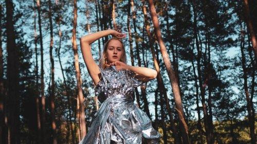 Mode und Corona: Holt die Federboas raus