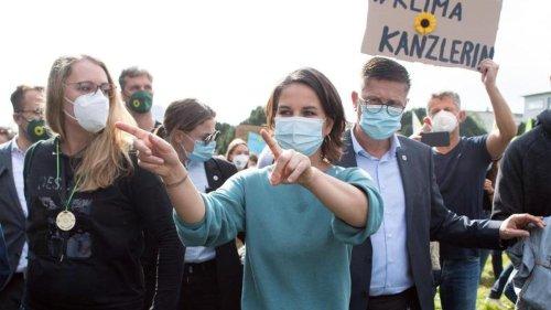Demonstrationen: Baerbock bei Klima-Demonstranten: Zehntausende Teilnehmer