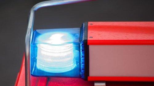 Brände: Brand in Siloanlage: Feuerwehrleute über Stunden im Einsatz