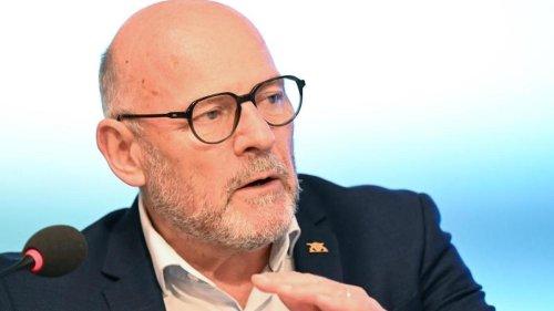 Verkehr: Verkehrsminister Hermann: E-Autos fahren nicht klimaneutral