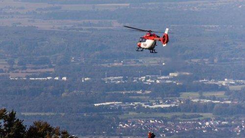 Hilfsorganisationen: Luftretter proben Einsatz mit Winde