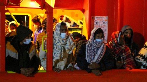"""Menschenrechte: Asylbewerbern droht laut Gericht """"unmenschliche Behandlung"""" in Italien"""