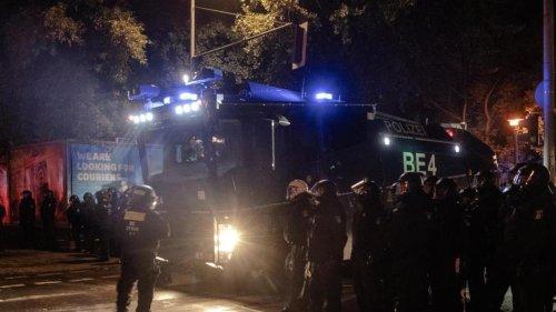 """Demonstrationen: Berlins Innensenator verurteilt """"blinde Zerstörungswut"""""""