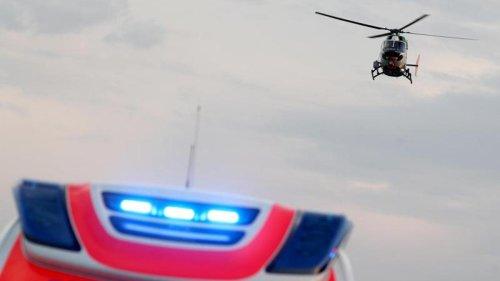 Unfälle: Auto kracht in Hauswand: Fahrer schwer verletzt