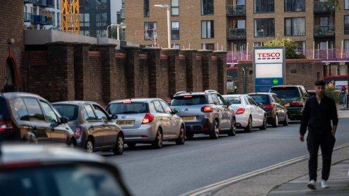 Großbritannien: Johnson-Regierung mobilisiert Armee wegen Benzinknappheit