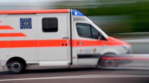 Verkehr: Fahrradfahrer von Auto angefahren: Schwer verletzt