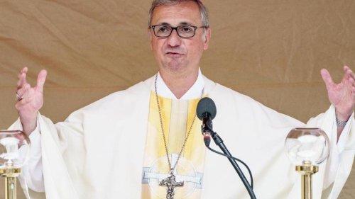 Kirche: Bischof Heße tritt nach Entscheidung erstmals öffentlich auf