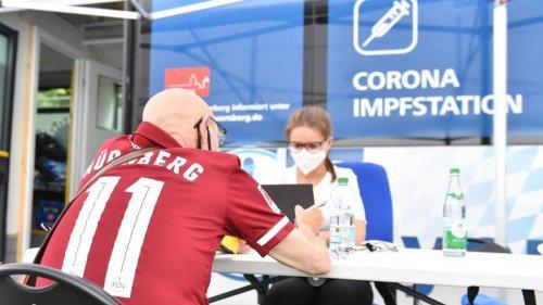 Gesundheit: Piks beim Bundesliga-Spiel: Impfbus vor Nürnberger Stadion