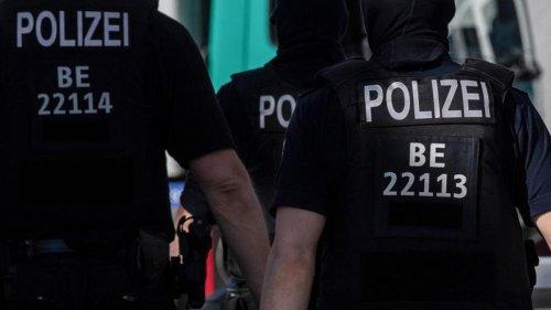 Demonstrationen: Protest und Polizeieinsatz bei Räumung einer Wohnung