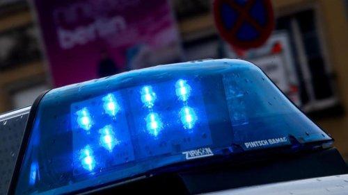Verkehr: 53-Jähriger fährt mit Auto auf Häuserwand: Tot