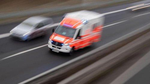 Notfälle: Schlauchboot treibt in Wasserkraftwerk: Mann schwer verletzt
