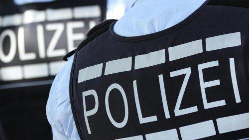 Polizei befreit mutmaßlichen Autoknacker aus Fahrzeug