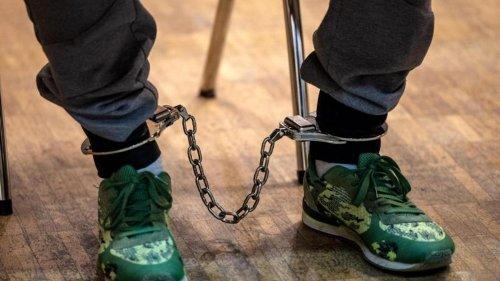 Mordprozess: 19-Jährige an Betonplatte gefesselt - Urteile erwartet