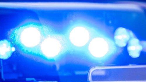 Kriminalität: Taxifahrer wird von Unbekanntem von hinten in Hals gestochen