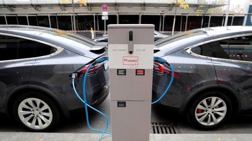 Elektroautos: Tesla meldet erstmals über eine Milliarde Dollar Quartalsgewinn