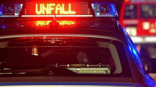 Unfälle: Autofahrer stirbt nach Zusammenprall mit Baum