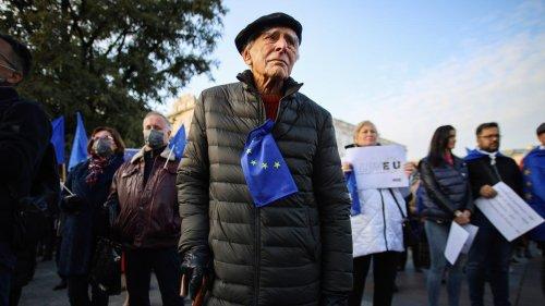 Grundgesetz: Europa hat zu viel Zeit mit Merkel verloren