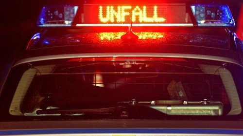 Auto fährt durch Vorgarten: Drei Männer in Lebensgefahr
