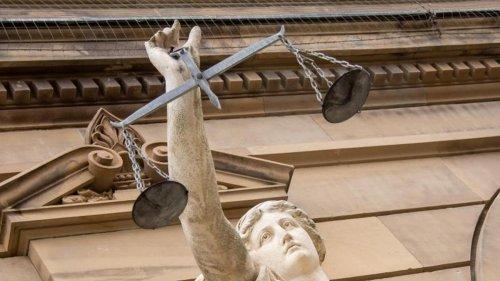 Justiz: Gericht kippt Corona-Kontaktbeschränkungen unter Angehörigen