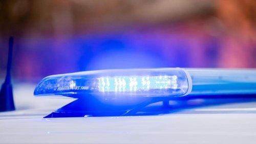 Unfälle: Fahrer flüchtet nach Unfall und lässt Verletzten zurück
