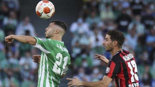 Fußball: Bayer vor Pokalduell mit dem KSC: Alarios Einsatz gefährdet