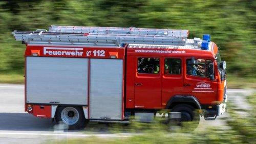 Brände: Kühlschrankbrand in Hochhaus: Mehrere Menschen verletzt