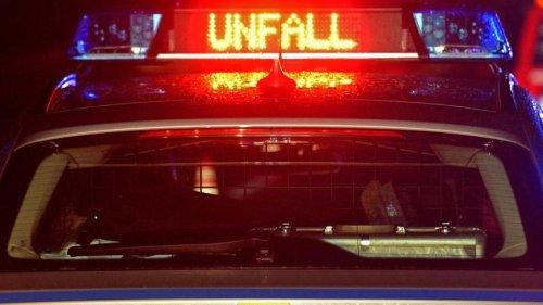 Unfälle: Moped kracht gegen Arbeitsmaschine: 17-Jährige stirbt