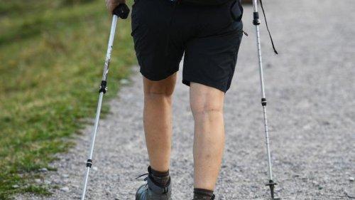 Nützliche Helfer am Berg: Wanderstöcke richtig verwenden