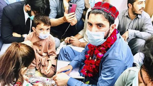 Pashtun Uprising Marches Toward Pakistan Capital After Graves Of Four Youngsters Found - Zenger News