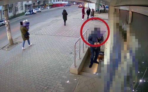 VIDEO: Gluedunit: Cops Show How Fraudsters Cheat ATM Customers - Zenger News