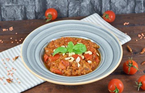 Italienischer Eintopf mit Tomaten, Paprika und Linsen