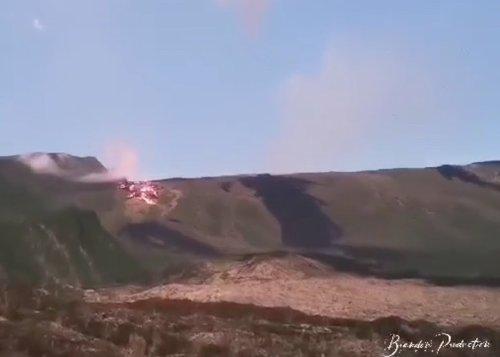Vidéo - Volcan: Le front de coulée continue sa lente progression dans les Grandes Pentes
