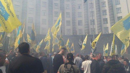Украинцы возмущены новым трудовым кодексом: 1 выходной и урезание прав