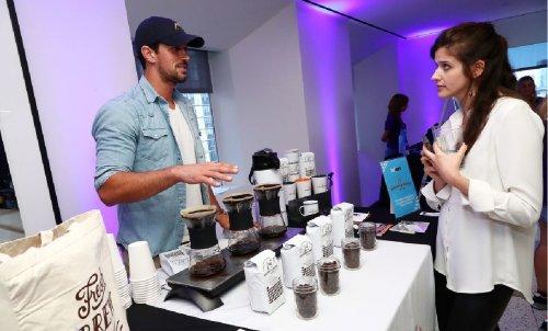 Кофейная гуща поможет прогнать комаров: действенный совет для теплого вечера
