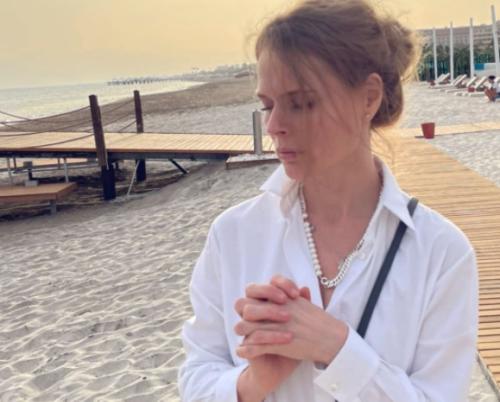 Такая нежная: хрупкая Фреймут покорила украинцев пляжным образом