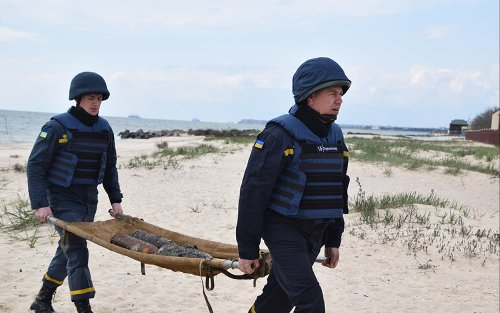 Пиротехники Украины обезвредили за 4 месяца 18 тысяч взрывчатки: что делать, если нашли подозрительный предмет
