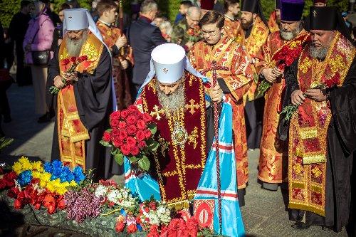 """Митрополит Онуфрий: """"Мы чтим память тех, кто принес свою жизнь на жертвенник Отечества"""""""